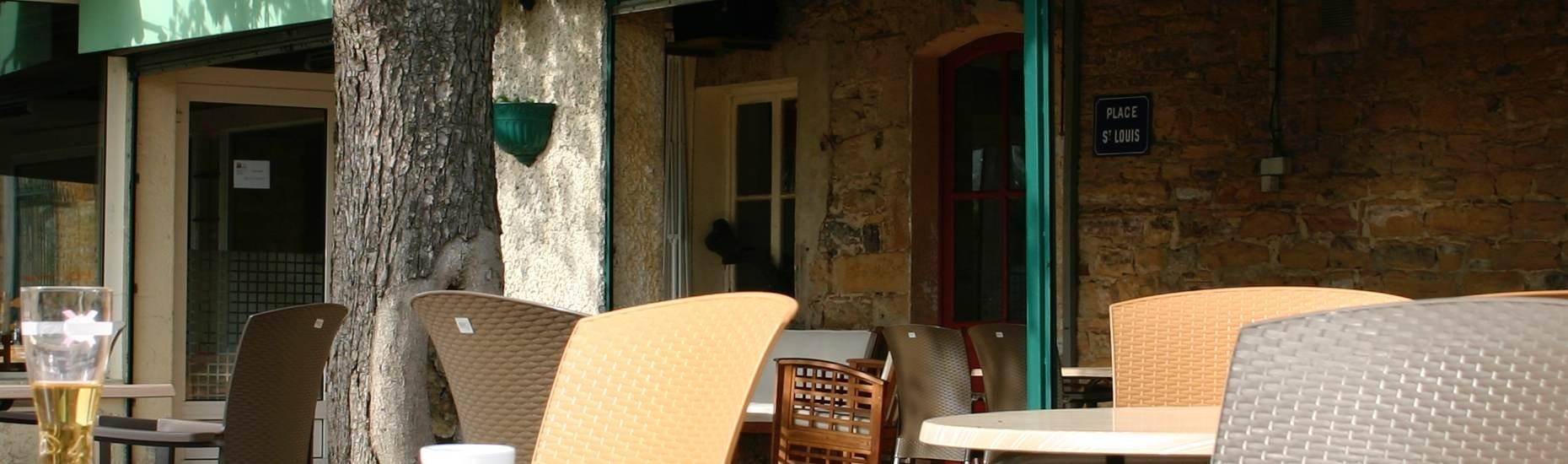 Restaurant avec terrasse au bord de l'eau à Reyrieux